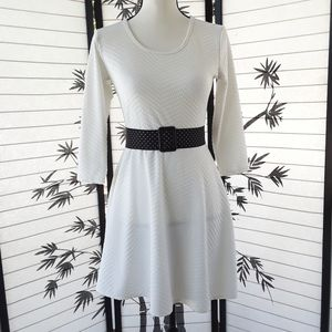 ❤️ Pinc White 3/4 Sleeve Textured Dress 2/$15
